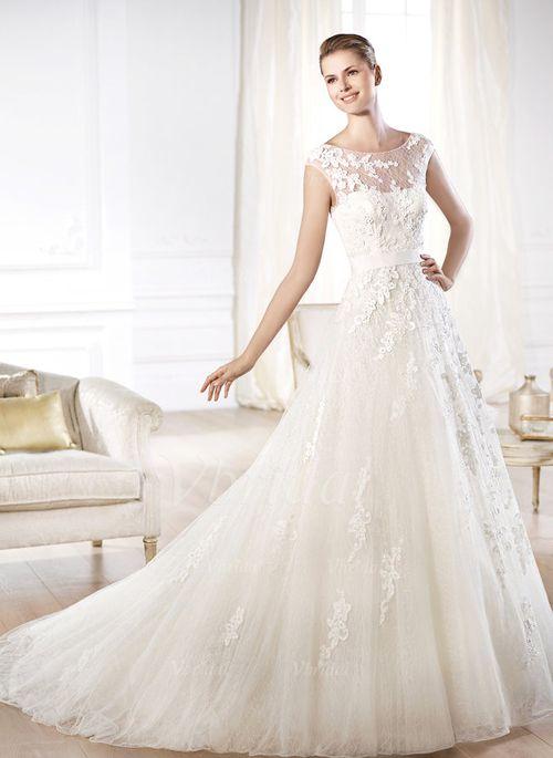 Bröllopsklänningar - $282.86 - A-linjeformat Rund-urringning Court släp Tyll Bröllopsklänning med Pärlbrodering Applikationer Spetsar Rosett/-er (0025057592)