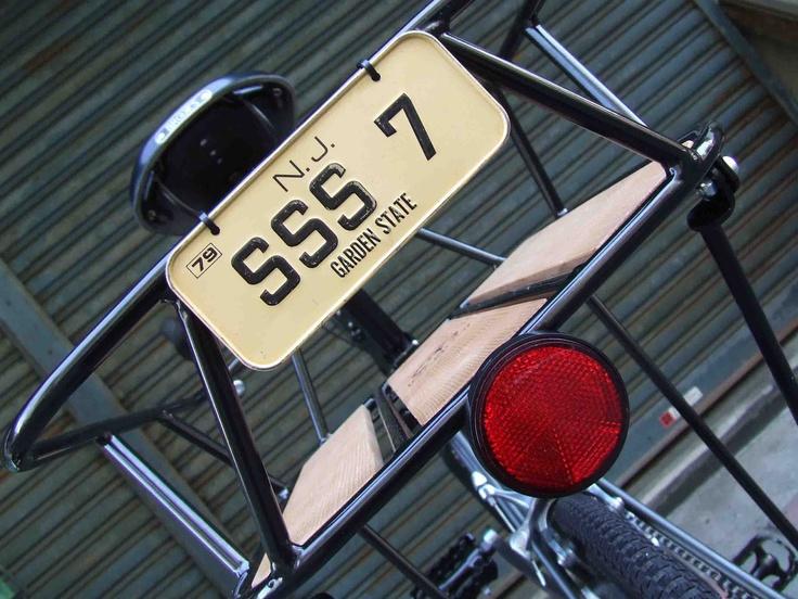 ≪No.0460≫  ・ニックネーム  ともさか       ・メーカー名、車種、年式  bruno ventura T     ・アピールポイント  スイスの小径車の定番ブルーノ。その中でレーシーなモデルventura Tの2012年モデルをアーミールックにカスタマイズ。オフロードタイヤ、GAMOHのリアキャリア、BROOKSシート黒、仕上げにキャリアにナンバープレートと丸い反射板をつけました。