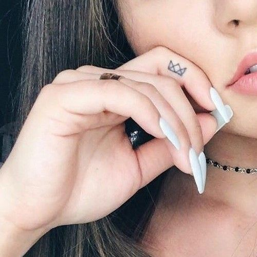 sierra-furtado-crown-finger-tattoo                              …