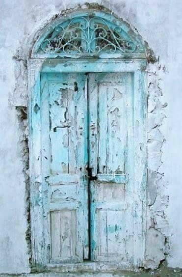 старая бирюзовая дверь