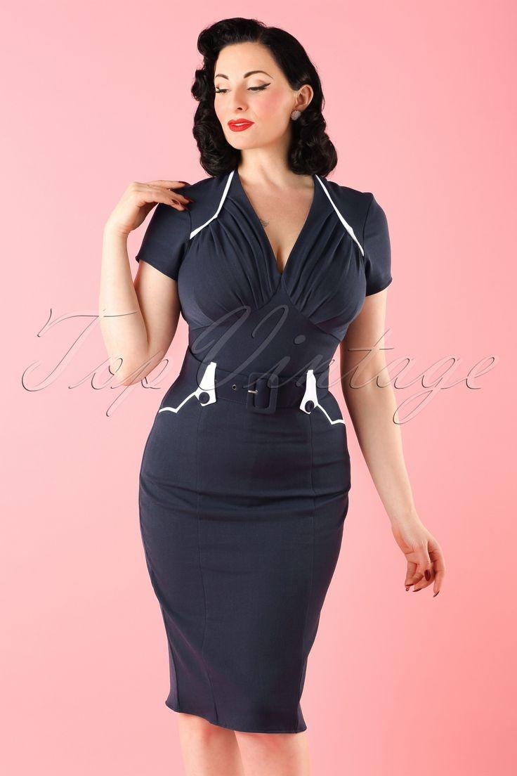 De50s Mavis Pencil Dress in Navy and WhitevanMiss Candyfloss is een prachtige pencil dress met een classy nautical twist en... is exclusief verkrijgbaar bij TopVintage!  Deze fantastische op de jaren 50 geïnspireerde jurk heeft een sailor vibe door zijn prachtige donkerblauwe kleur en speelse witte accenten!De top is mooigesneden envoorzien van een elegante v-hals voor een pinup touch:zowel voor een volle als bescheiden boezem passend door de in...