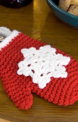 DIY: Crochet Snowflake Mitten Ornament.....free instructions~