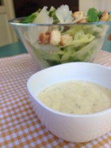 Esta es la receta para hacer la clásica y exquisita salsa cesar. Con todo el gusto que la caracteriza y con un secreto para hacerla baja en calorias!