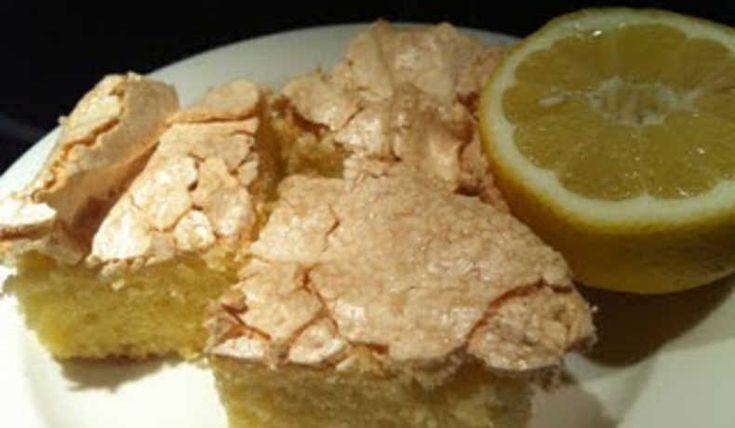 En sockerkaka i långpanna med härligt frisk citronsmak och söt maräng ovanpå. Kan med fördel serveras med en klick vispad grädde och färska jordgubbar på sommaren. Receptet hittade jag på nån blogg jag läst...