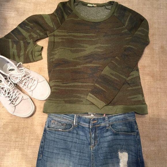 Alternative earth camo sweatshirt! Size small, cozy and trendy camo sweatshirt. The perfect wknd wear with ripped jeans Tops Sweatshirts & Hoodies
