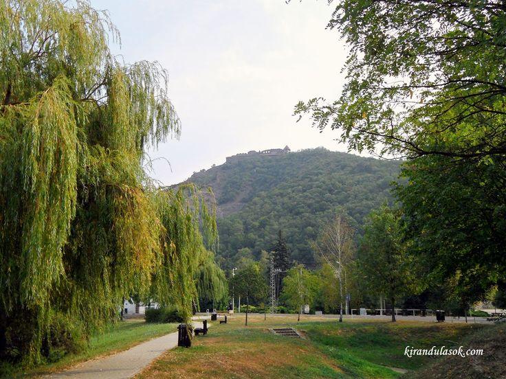 Az Apátkúti-völgy az egyik legeslegszebb szurdokvölgy Magyarországon. Pilisszentlászló és Visegrád között helyezkedik el. Hossza körülbelül...
