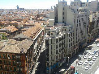 Disfrutar de las #vistas desde el #HotelEmperador en #Madrid y bañarse en su #piscina, ¡un lujo!