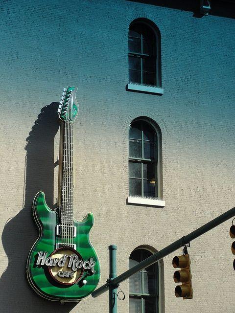 ✔ (24/01/14) Visit a Hard Rock Cafe.