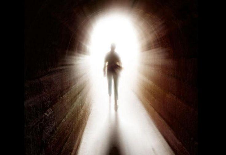 Umírá jen fyzické tělo, život nekončí, vědomí přechází do jiného, paralelního vesmíru.
