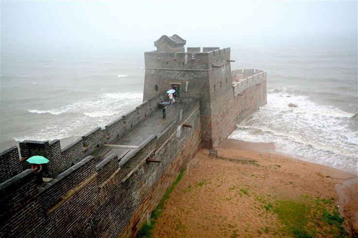 El final de la Gran Muralla China, a 300 KM de Beijing, internandose en el mar de Bohai.