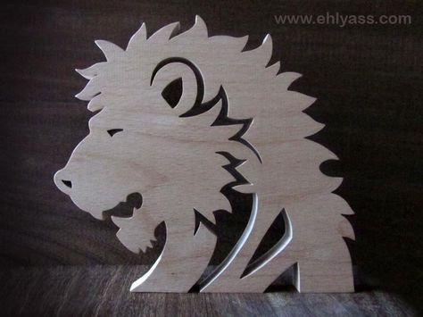 "Sculpture en bois massif ""Lion"" en chantournage"