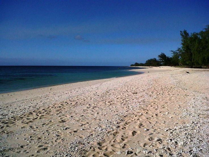 Pantai Londa Lima Tempat Memanjakan Diri di Nusa Tenggara Timur - Nusa Tenggara Timur
