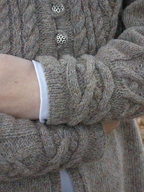 Love the beautiful cuff detail. Free pattern on Ravelry.