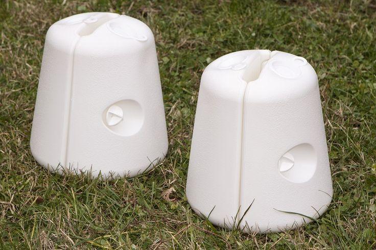 Zavorre in plastica riempibili con acqua e/o sabbia. Munite di viti per l'unione delle due parti in modo da poterle facilmente agganciare sulle gambe dei vostri gazebo.