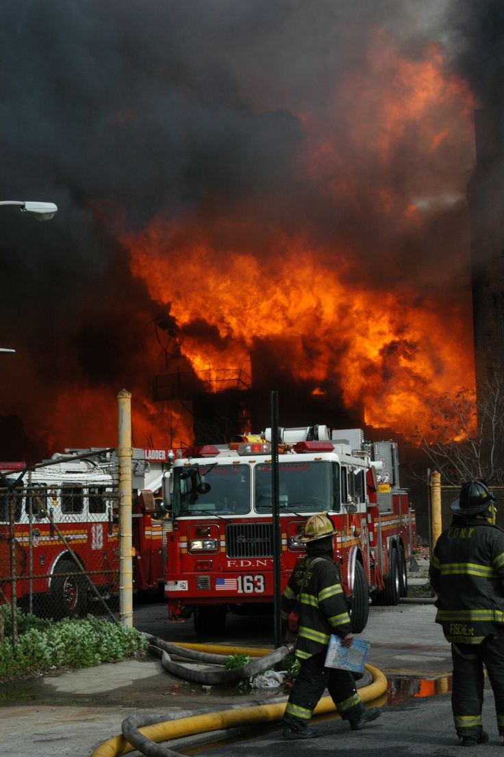 fdny:  FDNY firefighters operate at a 10-alarm fire in Brooklyn. May 2006.