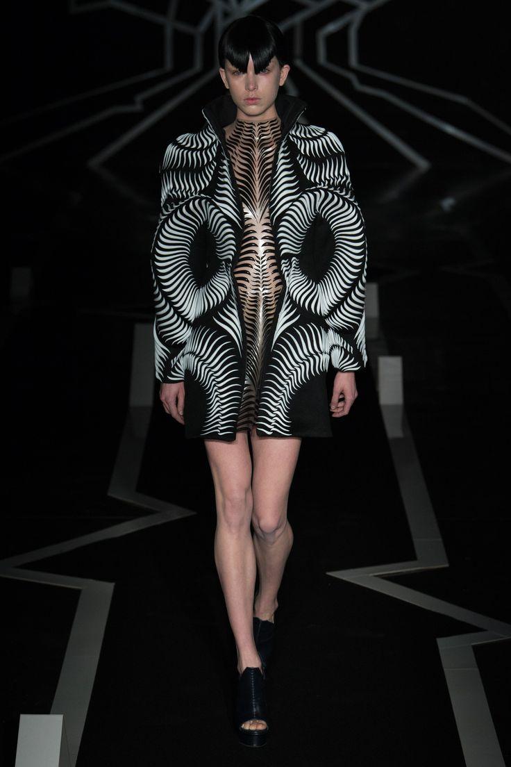 Défilé Iris Van Herpen Haute couture printemps-été 2017 12