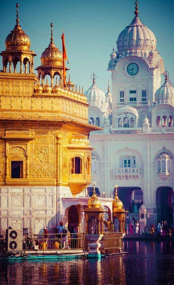 The Golden Temple in Punjab, Amritsar, is so beautiful