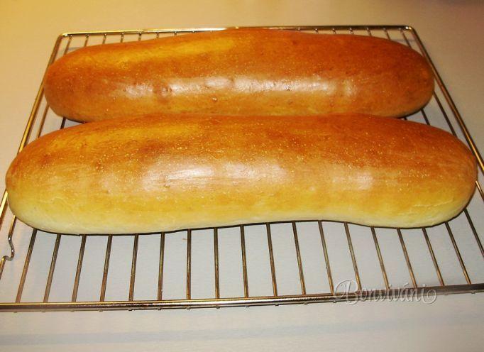 Ak sa rozhodnete niekedy doma robiť chlebíčky, doporučujem vám upiecť tieto sendviče a uvidíte ten rozdiel v chuti. Ja ich pečiem dosť často. Ak ich náhodou nestihneme zjesť, pomeliem ich na strúhanku, alebo upečiem z nich žemľovku...ale to sa stane raz za čas, väčšinou ich zjeme za dva dni.