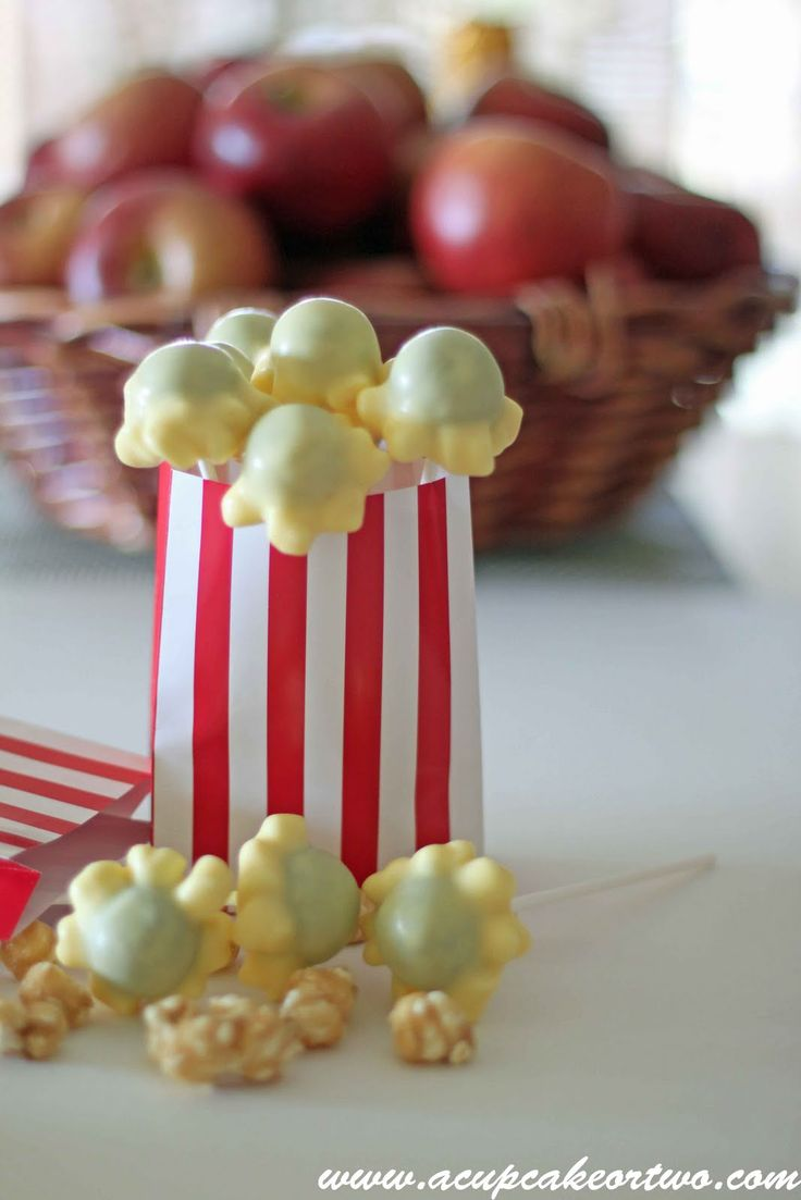 Cake Pops, they are slowly popping up everywhere. They are so simple to make and you can let your creativity run wild.  Kitchenware Direct  ...