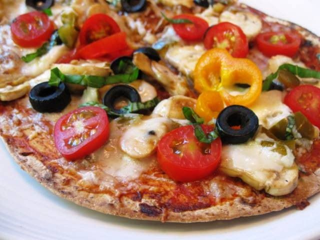 Weight Watchers Simply Filling Veggie Pizza- she used a Flat Out in Multi Grain Flax for the crust!