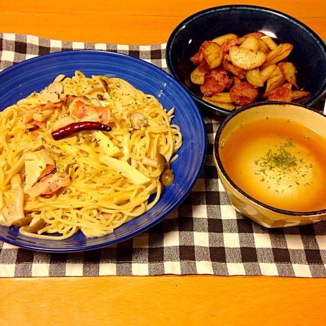 筍とベーコンのペペロンチーノ、丸ごと新玉ねぎのスープ、ソーセージとジャガイモのクミンソテー。いただきます。 - 14件のもぐもぐ - 今日の晩御飯 by yujimrmt