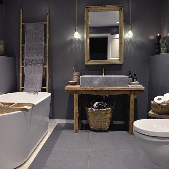 Dette er mitt bad. Fra denne uken er det jeg, Marianne fra @inspirasjonsguidennorge som har gleden av å styre denne Instagramkontoen. 😊✨Gleder meg til å se alle de fine badene deres som jeg vil dele her. Merk bildet #rørkjøp og @rorkjop ✨ Visste du forresten at Rørkjøp har 350 rørleggere over hele landet og er en av Norges fremste eksperter på baderom? Ta en titt på vår nettbutikk. Link i profil. www.rorkjop.no