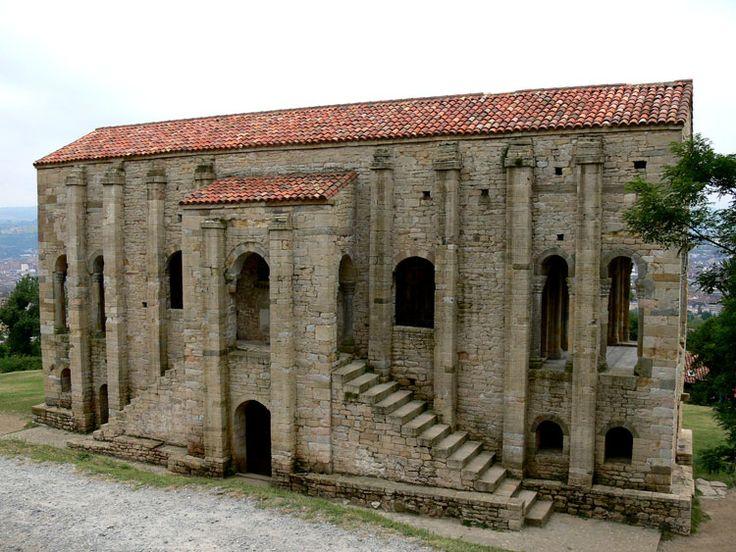 Iglesia de Santa María del Naranco. 848. Oviedo, España. Construida originalmente como un palacio recreativo. Ejemplifica el estilo pre románico.
