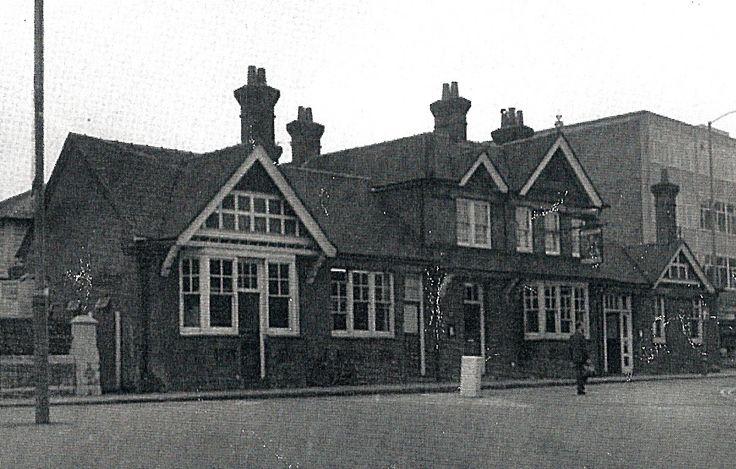 The Prince of Wales, Woodbridge Road, Guildford. Demolished 1972.