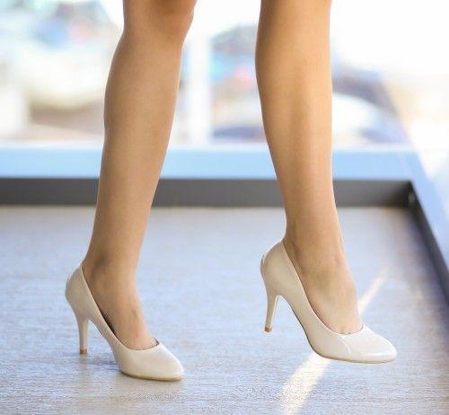 Pantofi Baroko Bej - <br>Culoare:  Bej<br>Dimensiune toc:  9<br>Material:  Piele eco lacuita Colectia Pantofi cu toc de la  www.cutoc.net