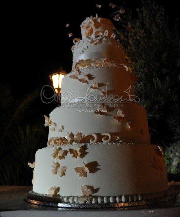 Gran finale con torte scenografiche by Letizia Grella, tra battiti di ali di farfalla.