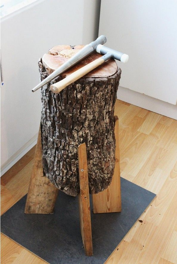 """Cool stump on a """"tripod"""" of wood. Never seen this fix before - cool + funny."""