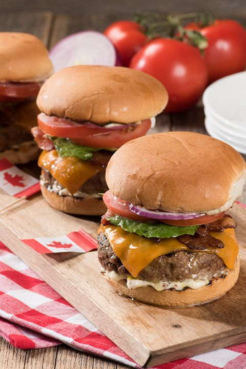 INGREDIENTS BY SAPUTO | Maple and bacon are meant to be together. Why not try them in our delicious maple bacon cheeseburger recipe idea, garnished with Armstrong Cheddar Cheese and red onions on the grill? It's an unforgettable BBQ meal your whole family will love!