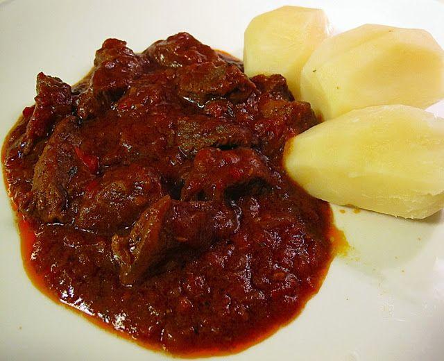 Tentazioni  di  gusto: Goulash Rosso ovvero l'importanza del moccolo.