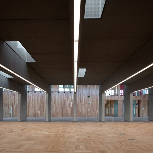 The reading room is open plan, lit from above by means of staggered roof lights with glass vertical planes on the north face bouncing and reflecting the southern light.