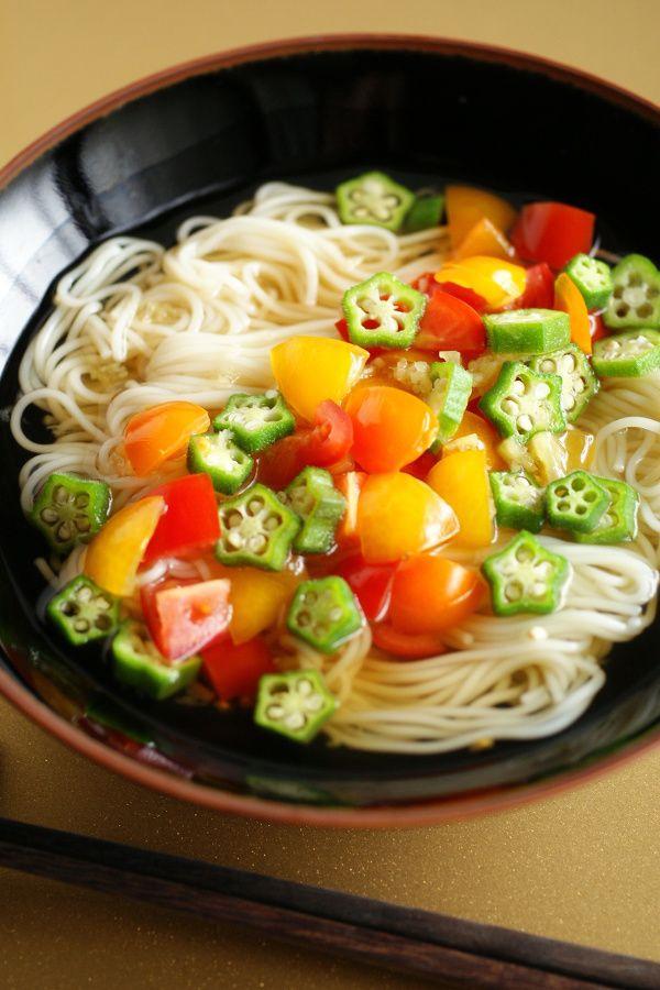 ミニトマトとオクラの生姜風味の七夕素麺