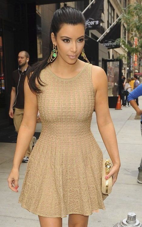 Kim promotes her debut fragrance at Perfumania - The