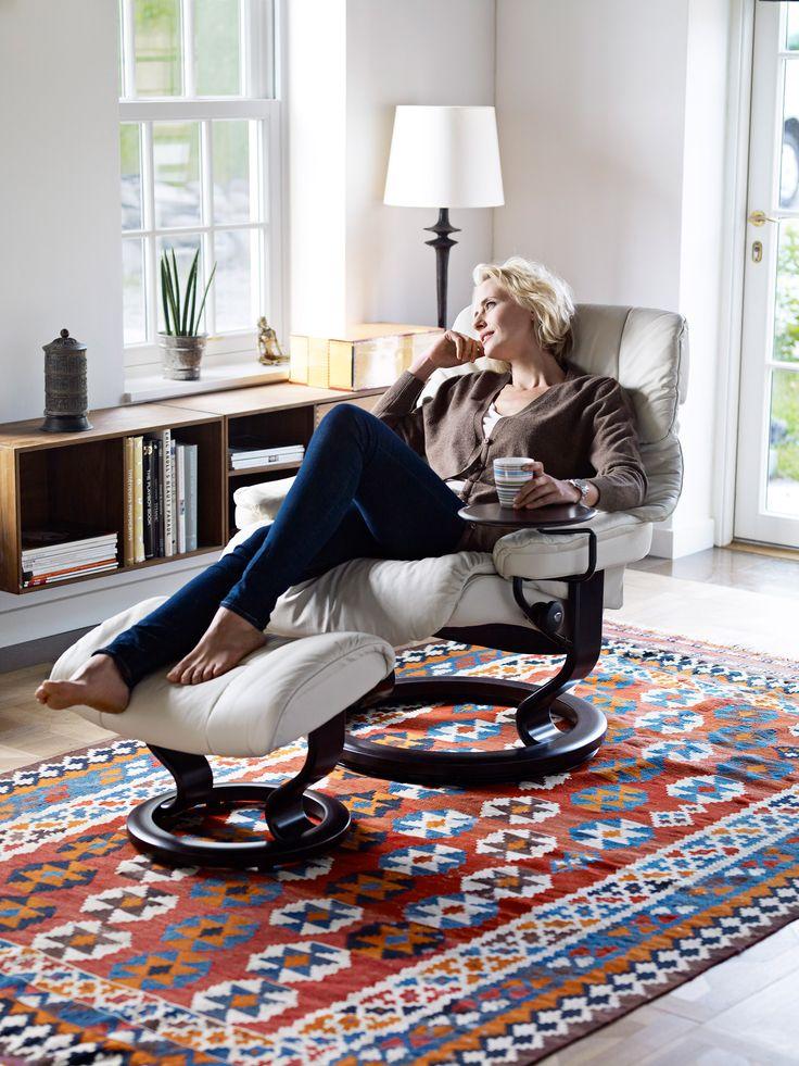 Einfach mal abschalten - im Stressless Sessel Reno in der Ausführung Leder Paloma Light Grey, Holz Wenge (made by Ekornes, Norwegen)