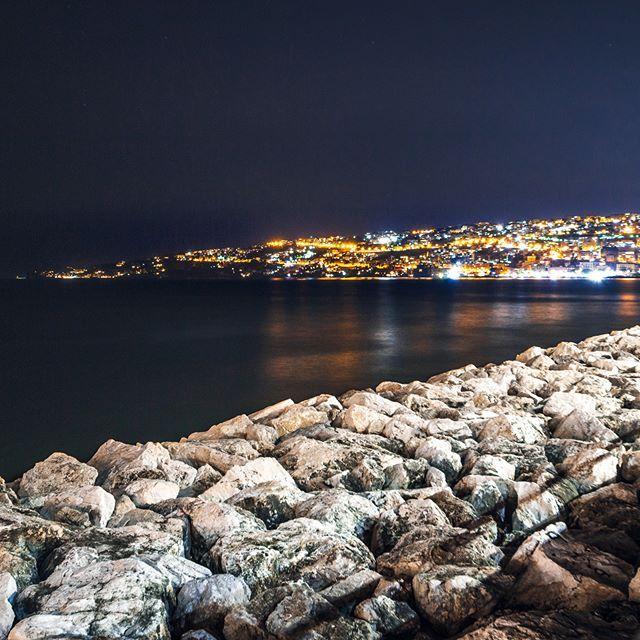 Un Altra Fotografia Di Napoli In Notturna Questo Il Lato Opposto Al Vesuvio Del Golfo Fotografare Di Notte E Una Cosa Che Trovo Molto Napoli Foto Fotografia