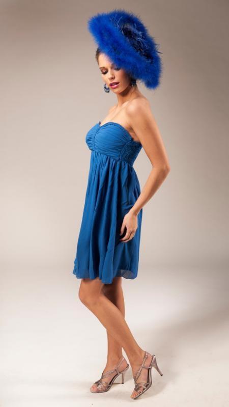 Fronces, taille empire et dos smocké font de cette robe en voile bleu une amie de toutes les silhouettes. | De plooitjes, hoge taille en rug met smokwerk maken van deze jurk de beste vriendin van alle silhouettes. | Anne-Sophie SMARTSHOPPING