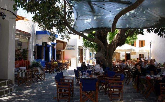 Η πλατεία Ηλικιωμένων (Ηλικιωμένης) στο Μανδράκι, ανάσα δροσιάς τους καλοκαιρινούς μήνες #travel #Greece http://diakopes.in.gr/trip-ideas/article/?aid=210358
