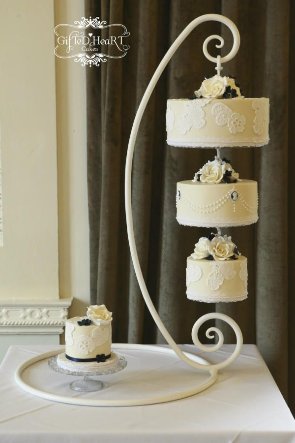 Hanging wedding cake - Steffan and Leonie