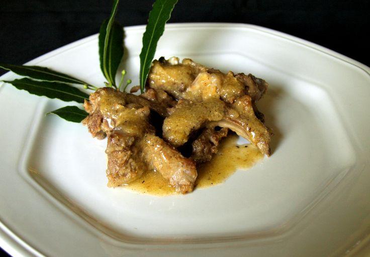 Costine d'agnello con salsa di polenta ribollita