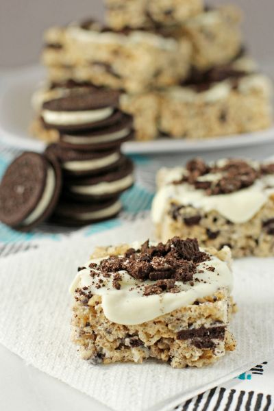 Cookies and cream rice krispie treats - gooey buttery bars packed with oreos and topped with white chocolate.