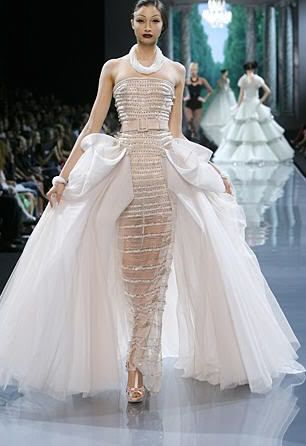 DIOR COUTURE Love the dress I can see me now, Wow!