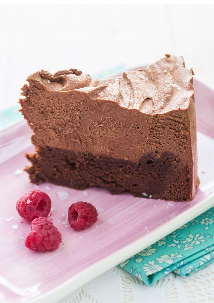 Denna chokladcheesecake är som en enda stor chokladtryffel med fluffig grädde på toppen. Blir inte mycket bättre än så här om du gillar choklad vill säga.