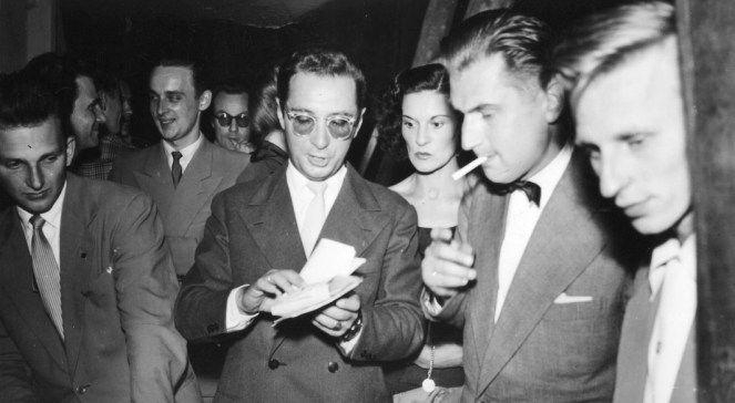 Polski prozaik, publicysta i krytyk muzyczny Leopold Tyrmand podczas Festiwalu Muzyki Jazzowej w Sopocie 1957 rok.