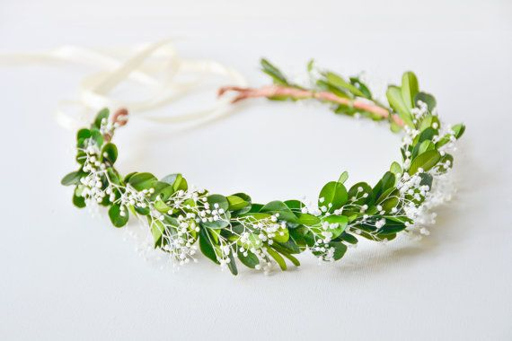 An elegant, natural flower crown that combines lush, green boxwood and lacy babys breath for a romantic, forest goddess look. Thanks to the fact that the plants are preserved, the crown will keep its fresh and juicy look for months! Very lightweight and comfortable to wear. Available in three styles: headband with ribbons, (as shown), halo with ribbons, or full halo. Please note that due to the nature of the materials, each crown will slightly vary, but will be just as beautiful…