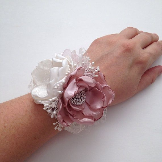 Wrist Corsages Wedding: Best 25+ Mother Of The Groom Bouquets Ideas On Pinterest
