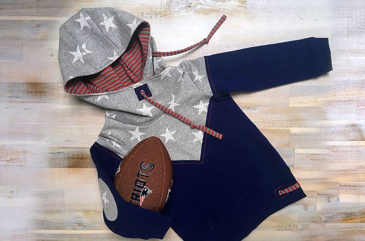 """DIY » Kinder Hoodie nähen » nach dem Schnittmuster Mini Melian » ein kleiner """"New England Patriots"""" Fan Hoodie » mit Kapuze, Patches & Jersey Kordeln"""