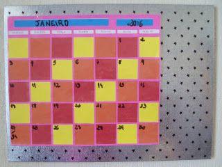 DIY Calendário apagável (wipe off calendar) com papel contact - A Vida Com Brilho http://avidacombrilho.blogspot.com.br/2016/01/diy-calendario-apagavel-wipe-off.html